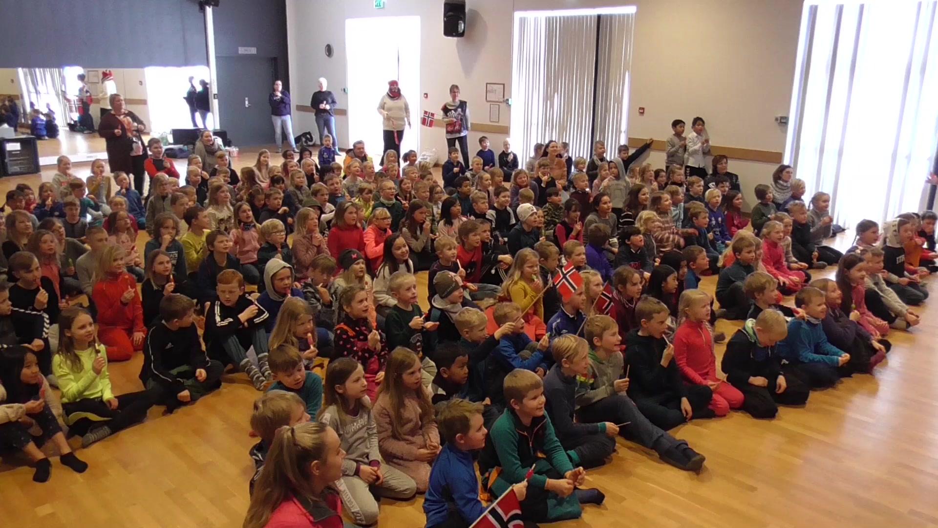 Heiarop hilsen fra Froland skole